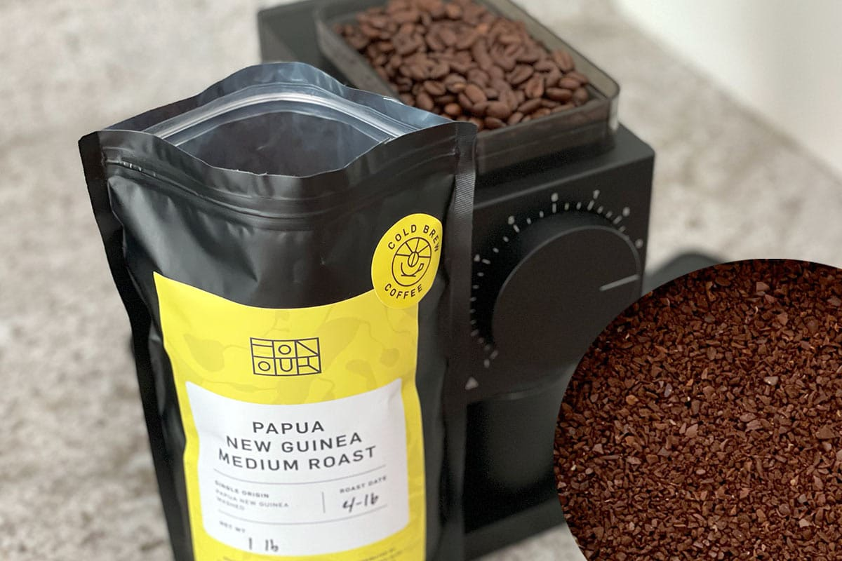 Coarsely grinding coffee for cold brew coffee