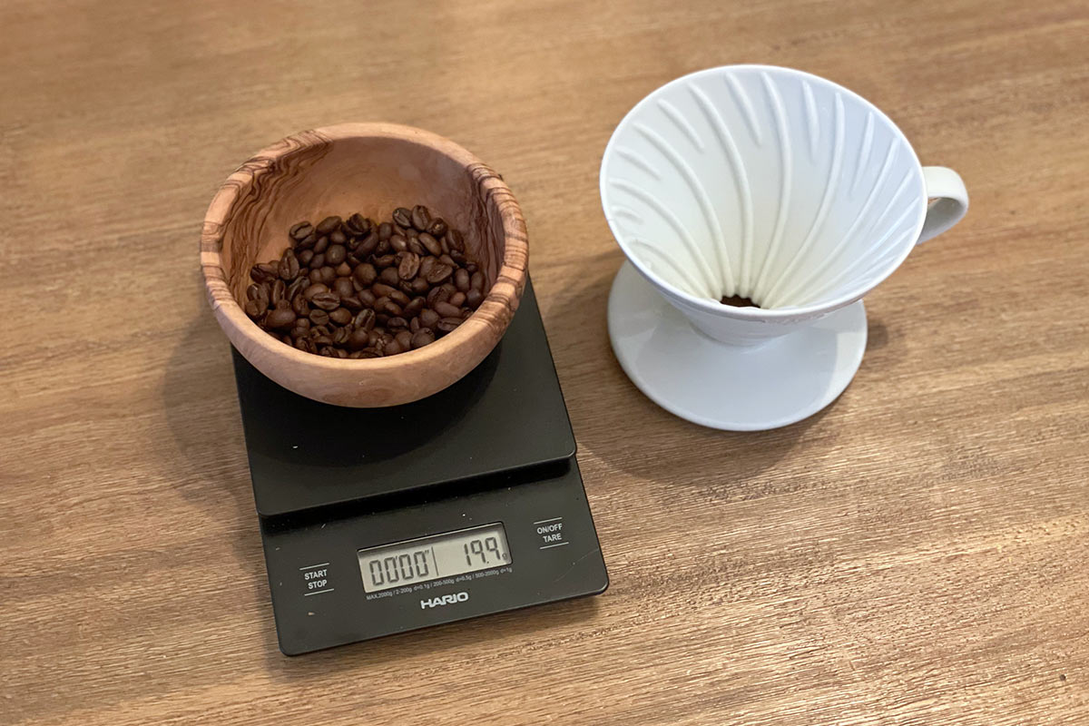 Elements needed for simple v60 pour over brew